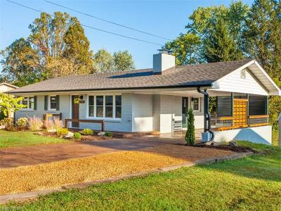 Hendersonville Single Family Home Under Contract-Show: 2030 Cambridge Drive