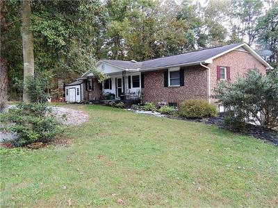 Hendersonville Single Family Home For Sale: 216 Dundeve Circle #12