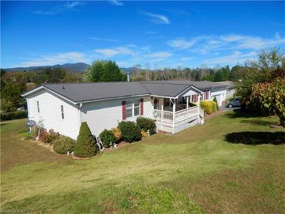 Hendersonville Manufactured Home For Sale: 22 Sweet Briar Path Way #10