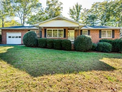 Hendersonville Single Family Home For Sale: 1015 Carousel Lane