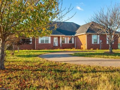 Columbus Single Family Home For Sale: 500 W Melvin Hill Road W