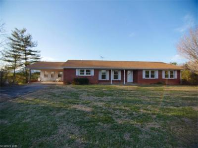 Lake Lure Single Family Home For Sale: 1689 Bills Creek Road