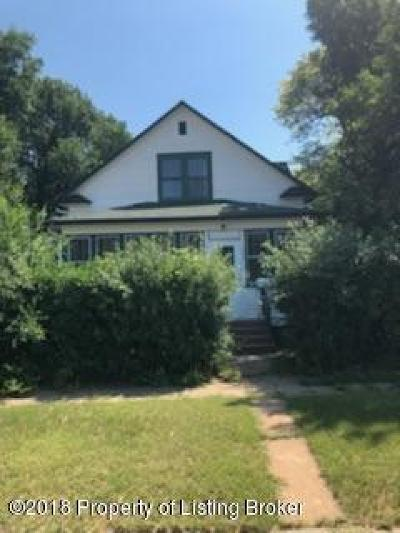 Dickinson Single Family Home For Sale: 103 1st Ave SW