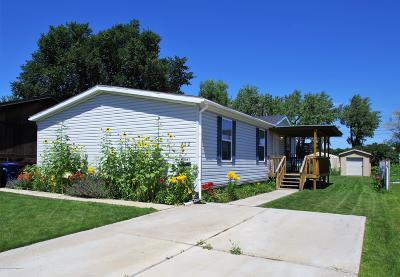 Dickinson Single Family Home For Sale: 322 1st St SW