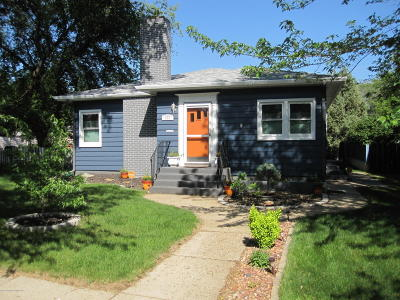 Dickinson Single Family Home For Sale: 422 1st Ave E