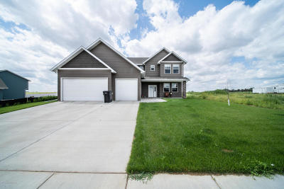Dickinson Single Family Home Ros Contingency - Yes: 1779 Yellowstone Cir