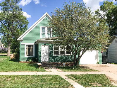 Dickinson Single Family Home For Sale: 330 1st Ave W
