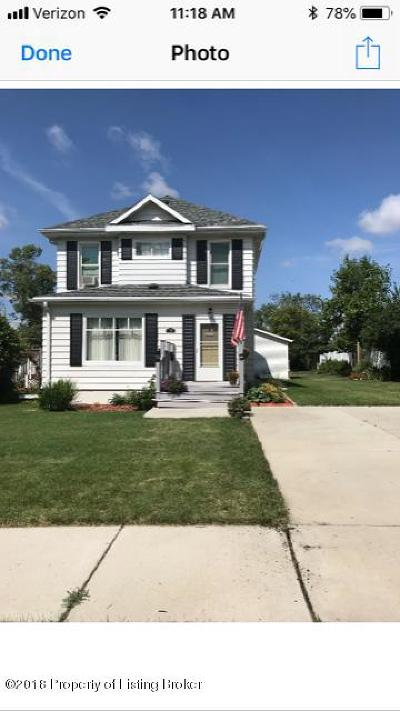 Dickinson Single Family Home For Sale: 611 2nd Ave W