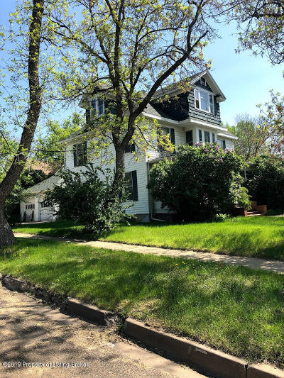 Dickinson Single Family Home For Sale: 146 6th W