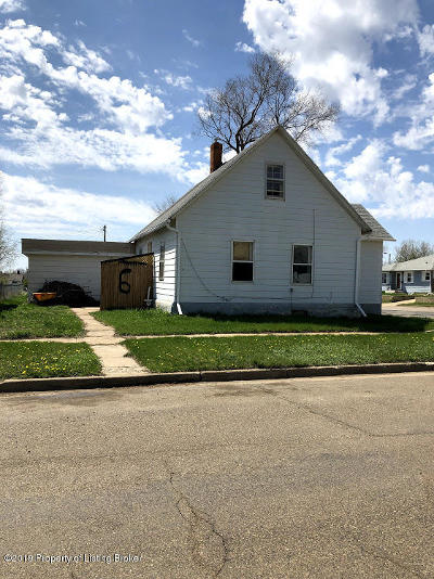Dickinson Single Family Home For Sale: 6 3rd SE