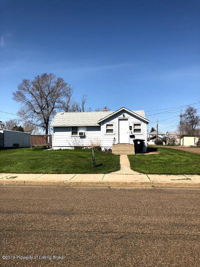 Dickinson Single Family Home For Sale: 234 3rd SW