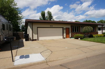 Dickinson Single Family Home Ros Contingency - Yes: 818 12th St W