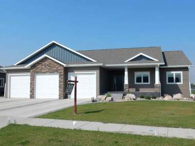 Bismarck Single Family Home For Sale: 3600 Downing St