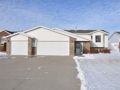 Bismarck Single Family Home For Sale: 2350 Pointe Pl