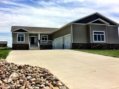 Bismarck Single Family Home For Sale: 7623 Hawktree Dr