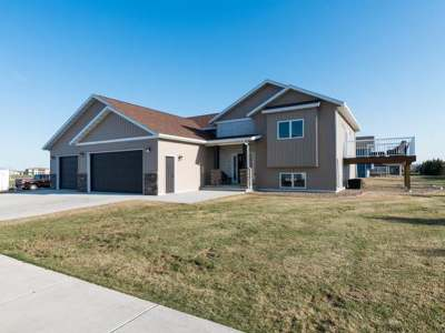 Bismarck Single Family Home For Sale: 701 Mayflower Dr