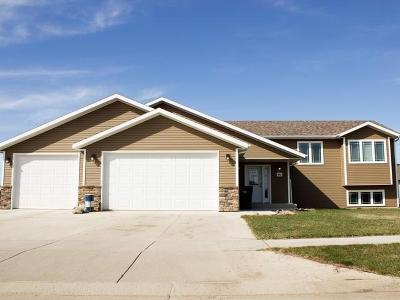 Mandan Single Family Home For Sale: 702 Lincoln Ct SE