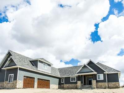 Bismarck Single Family Home For Sale: 7501 Hawktree Dr