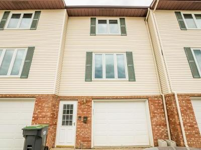 Mandan Condo/Townhouse For Sale: 904 2nd St NW #4