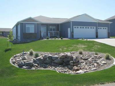 Bismarck Single Family Home For Sale: 7711 Hawktree Dr