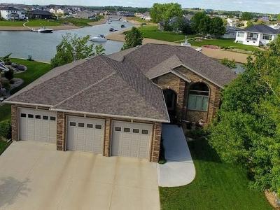 Mandan Single Family Home For Sale: 3219 Bay Shore Pl SE