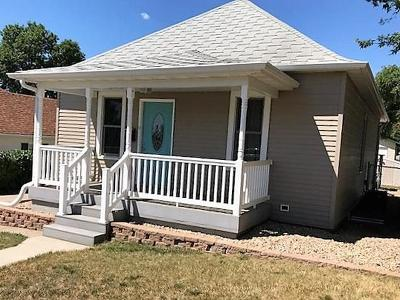 Mandan Single Family Home For Sale: 207 6th Ave NE