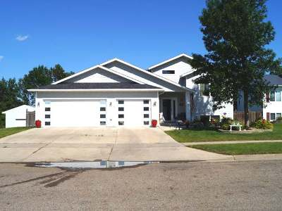 Mandan Single Family Home For Sale: 2634 10th Ave