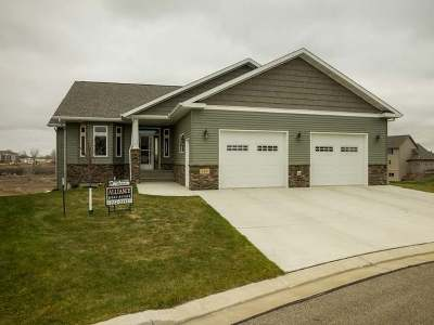 Bismarck Single Family Home For Sale: 3400 Edgewood Village Ct