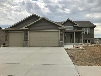 Bismarck Single Family Home For Sale: 713 Walter Wy