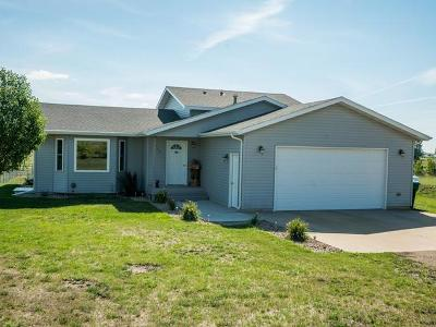 Mandan Single Family Home For Sale: 3730 West Meadows Dr N
