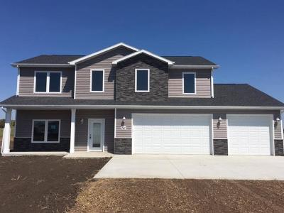Mandan Single Family Home For Sale: 2467 Helen Dr
