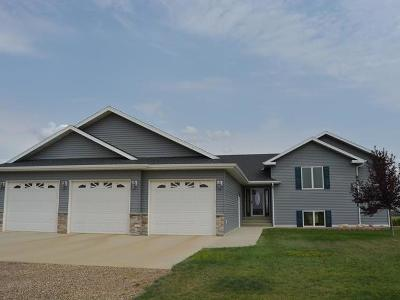 Mandan Single Family Home For Sale: 3220 Crested Dr N