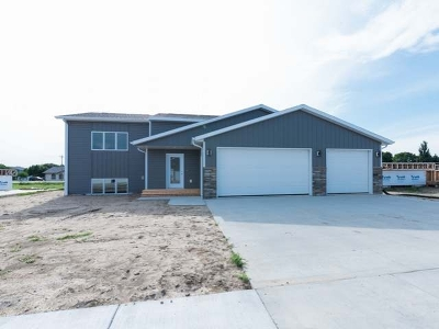 Bismarck Single Family Home For Sale: 3106 Kamrose Dr
