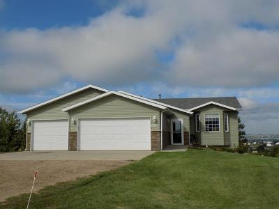 Bismarck Single Family Home For Sale: 7400 Alpine Lane