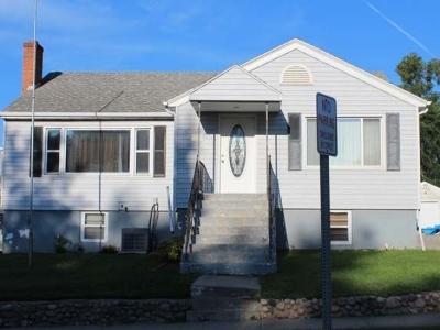 Mandan Single Family Home For Sale: 305 3 Ave NE