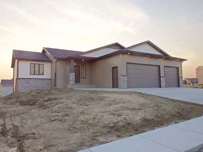 Bismarck Single Family Home For Sale: 4718 Grey Hawk Ln