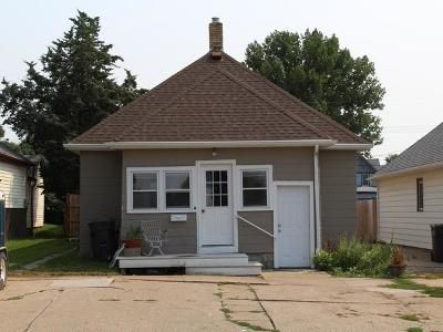 Mandan Single Family Home For Sale: 210 3rd Ave NE