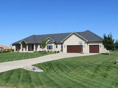 Bismarck Single Family Home For Sale: 3900 Ridge Way Dr