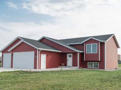 Bismarck Single Family Home For Sale: 5401 Beaver Creek Rd