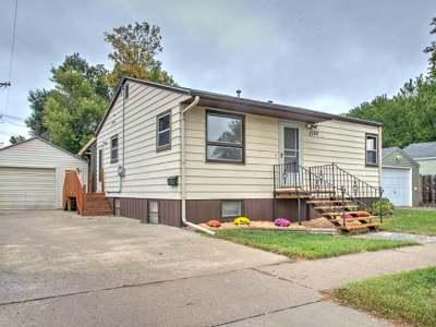 Bismarck Single Family Home For Sale: 1320 F Av E