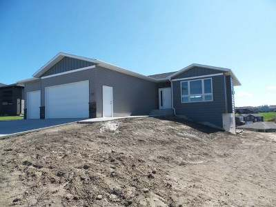 Mandan Single Family Home For Sale: 1608 Plains Bend SE