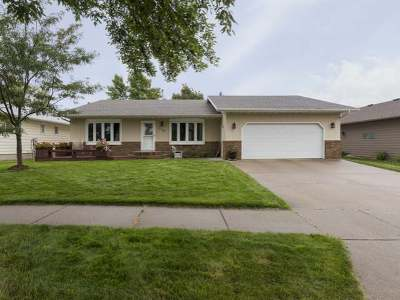 Bismarck Single Family Home For Sale: 118 Versailles Av
