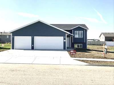 Mandan Single Family Home For Sale: 4905 34th Ave NW