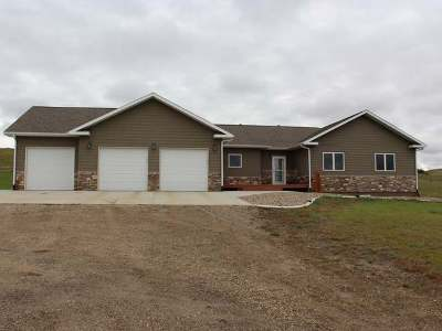 Bismarck Single Family Home For Sale: 5901 66th St SE
