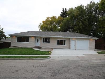 Bismarck Single Family Home For Sale: 2412 C Av E
