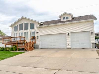 Bismarck Single Family Home For Sale: 930 34 St N