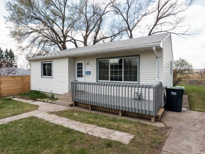 Mandan Single Family Home For Sale: 203 14th Ave NW