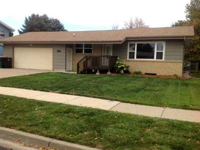 Bismarck Single Family Home For Sale: 1518 Richmond Dr