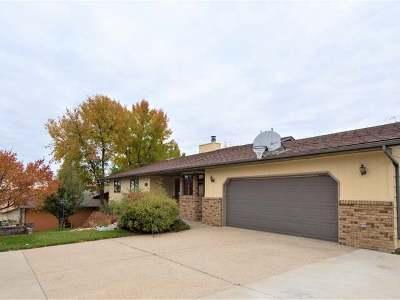 Bismarck Single Family Home For Sale: 1715 Valle Moor Dr