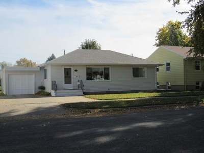 Bismarck Single Family Home For Sale: 621 22nd St N